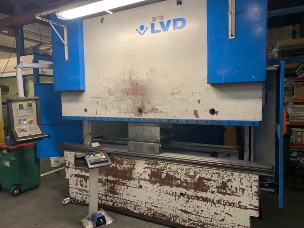 LVD CNC Pressbrake with 7-axis