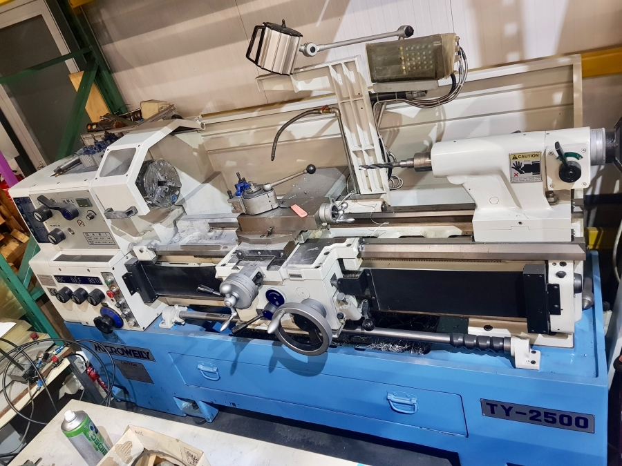 MICROWEILY Variable Speed Centre Lathe with Newall DRO