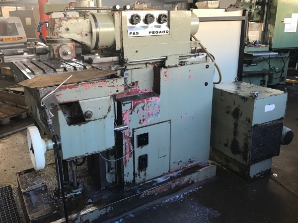 PEGARD Universal mill with NEWALL DRO